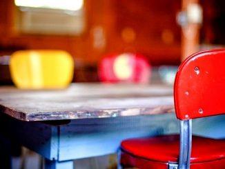 今日のラッキーアイテム「ダイニングテーブル」